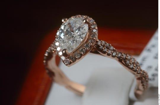 En ocasiones un anillo de compromiso no garantiza un final feliz, como el caso de un chico que acudió a devolverlo por una infidelidad.