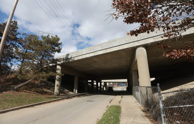 A committee is looking at ways to improve the look of the overpasses over I-70 and the bridges that carry I-70 over the streets of downtown Zanesville. The highway through the city will be rebuilt starting in 2021 at a cost of $75 million.