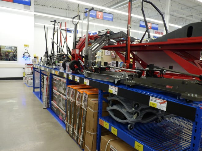 Harbor Freight Tools is a chain selling discount tools. A store will open Dec. 5 in Venice.