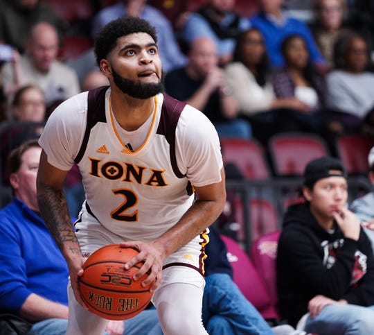Iona Gaels' E.J. Crawford had a game-high 21 points in the win over Manhattan Jaspers on Friday night.