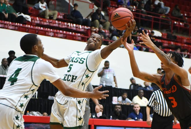 Duane Wright and Detroit Cass Tech is the top-ranked team in Detroit, according to David Goricki's updated boys basketball rankings.
