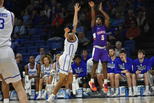 Shamar Givance shoots a jump shot during Evansville's game on Sunday at Drake in Des Moines, Iowa.
