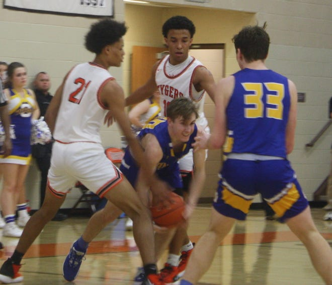 Ontario guard Kolten Kurtz tries to escape from traffic as Mansfield Senior's D'Angelo Chapman (21) and Cam Todd try to trap him into a mistake.