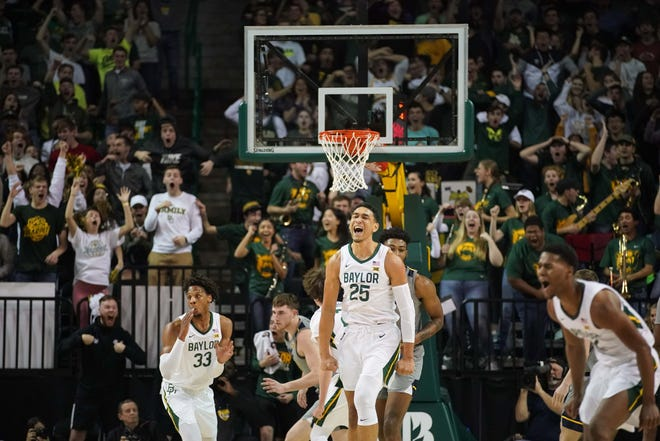Forward Tristan Clark (25) and his Bears teammates celebrate a dunk by Baylor guard Matthew Mayer (not pictured) against the West Virginia Mountaineers.