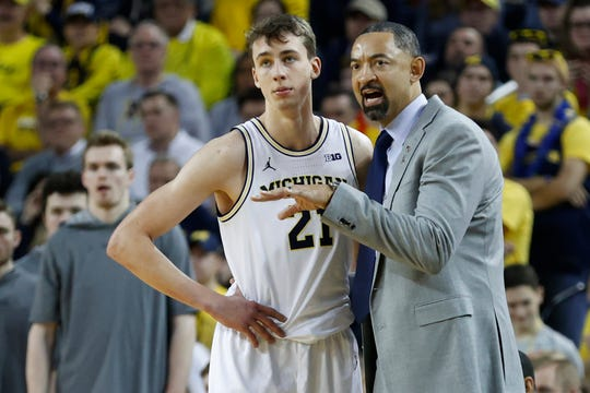 Michigan coach Juwan Howard talks to guard Franz Wagner during the second half against the Indiana Hoosiers at Crisler Center, Feb. 16, 2020.