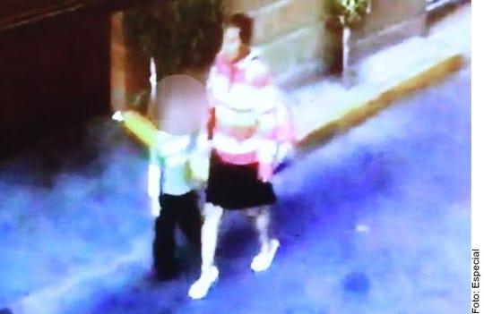 En un video aparece una mujer desconocida sustrayendo a la menor de su domicilio.