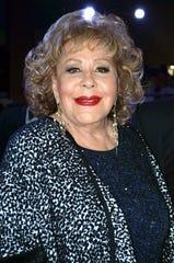 Doña Silvia se congratula de estar sana.