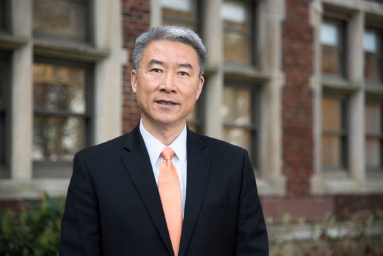 Dr. Hongwei Xin is the dean for AgResearch at the University of Tennessee.