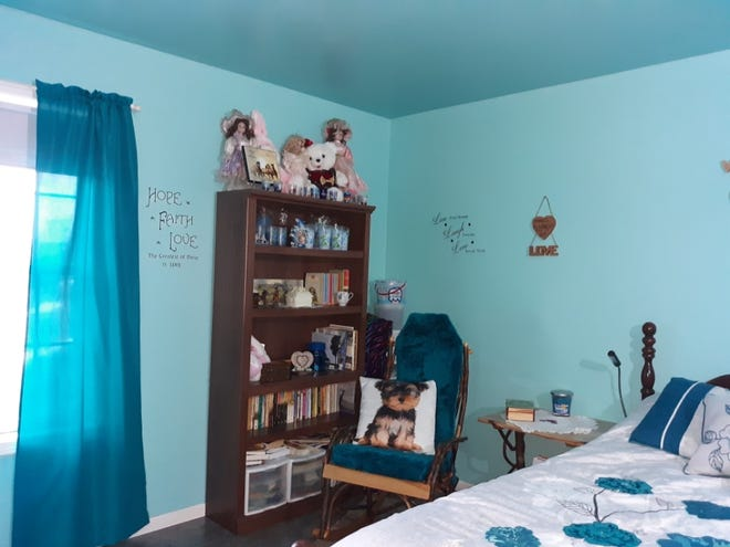 Lovina's daughter Verena's room has been painted Aqua. Verena missed the painting work because she was at the dentist.