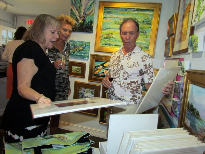Artist Judy Chinski talked with guests about her ink and alchol floral designs.