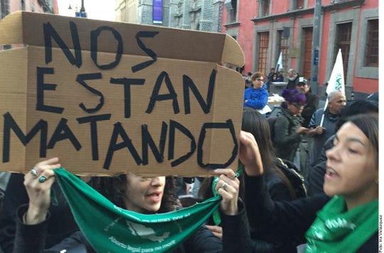 Colectivos y feministas protestan frente a Palacio Nacional por la muerte de Fátima, la niña de 7 años cuyo cuerpo fue hallado en Tláhuac.