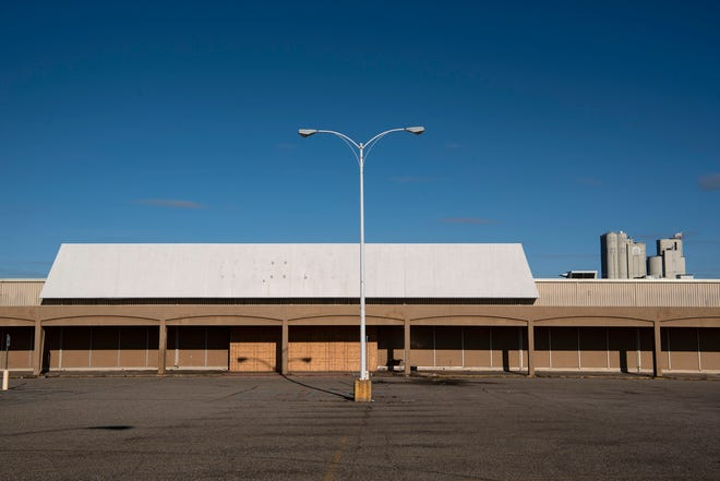 Battle Creek Unlimited has purchased and will tear down the former Kmart building in Battle Creek, Mich. The former Kmart at 200 Capital Ave. has been vacant since January 2018.