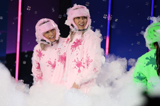 """Iowa sisters Kassidy, left, and Summer Mosch compete in the game """"Dirty Laundry"""" on Ellen's """"Game of Games."""""""