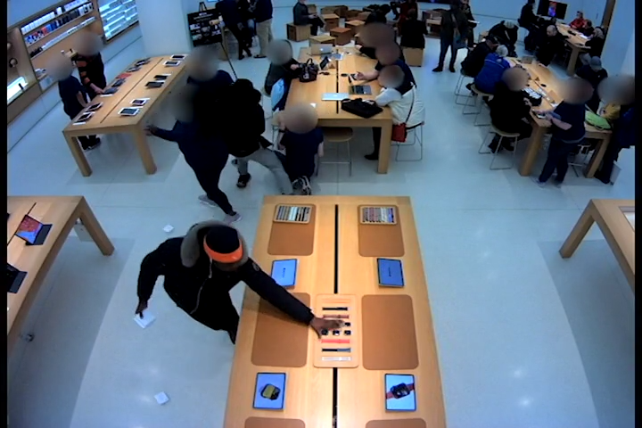 Video shows suspects stealing from Apple store at Mayfair in Wauwatosa