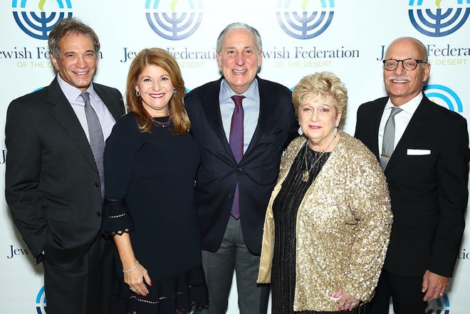 Bruce Landgarten, CEO, Jewish Federation of the Desert, is all smiles on the red carpet with Lori Fritz; Eric Fingerhut, president and CEO, Jewish Federations of North America; Stephanie Ross and Arnie Gillman