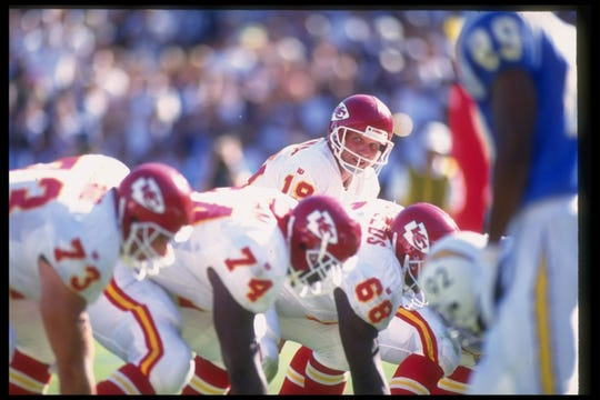 9 Oct 1994:  Joe Montana stands behind center during a game against the San Diego Chargers at Jack Murphy Stadium in San Diego, Calif.