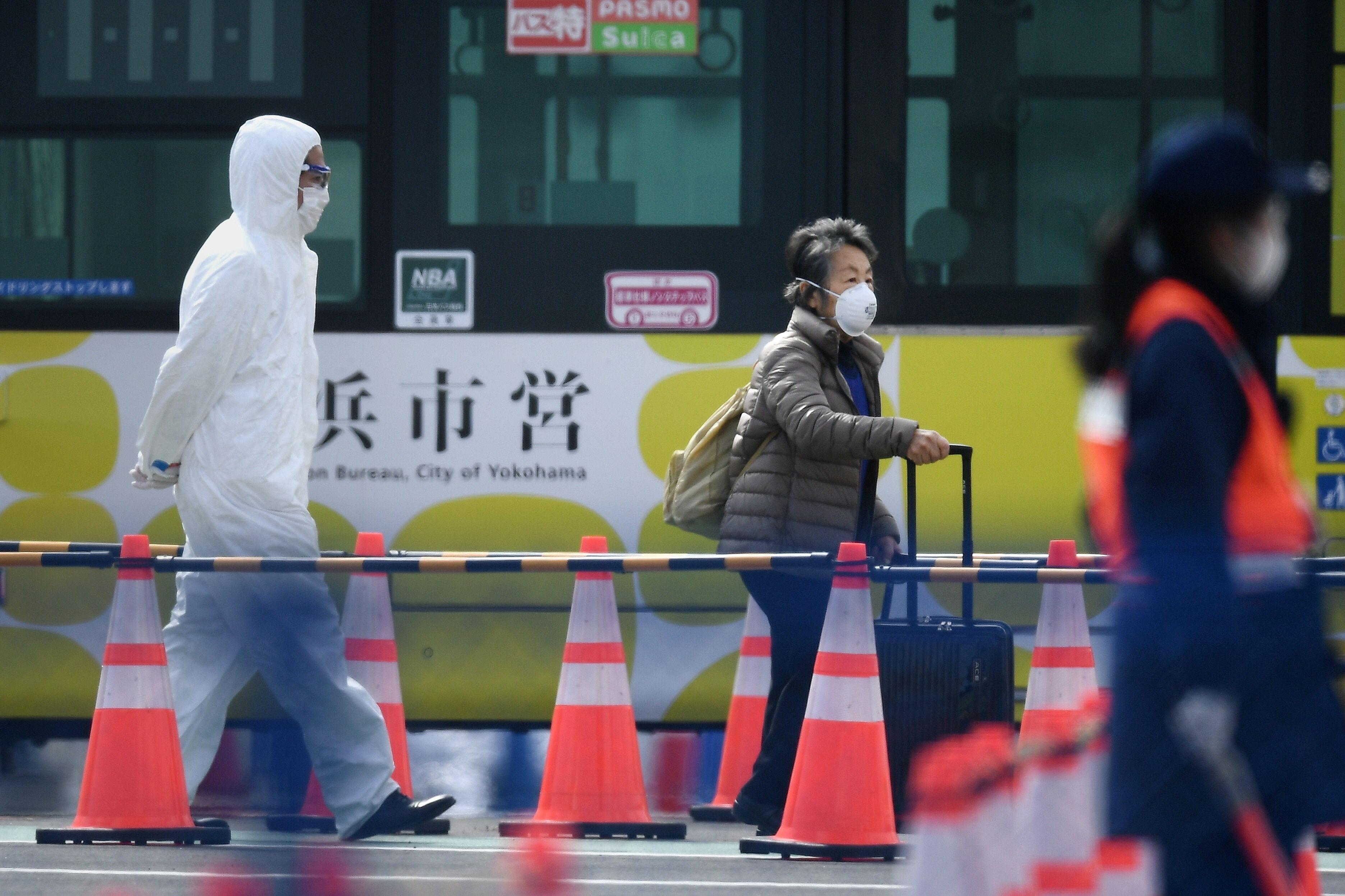 Passengers disembark from coronavirus-quarantined Diamond Princess cruise ship