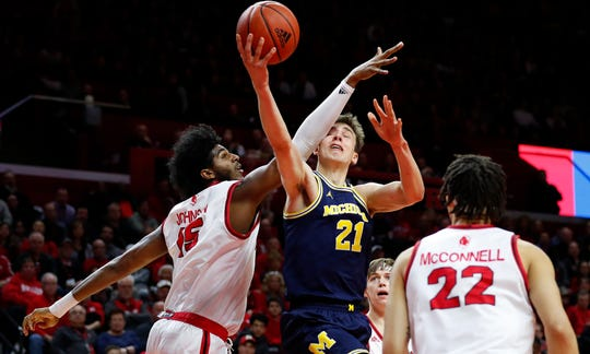 Michigan Wolverines guard Franz Wagner (21) goes to the basket against Rutgers Scarlet Knights center Myles Johnson (15) during the first half at Rutgers Athletic Center (RAC).