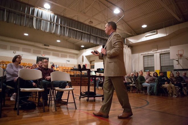 River View Superintendent Dalton Summers talks to a group of parents and community members at Kenne Elementary at the first of a series of open houses across the district. Summers is explaining the need for the 0.75 percent income tax levy on the March 17 primary ballot.