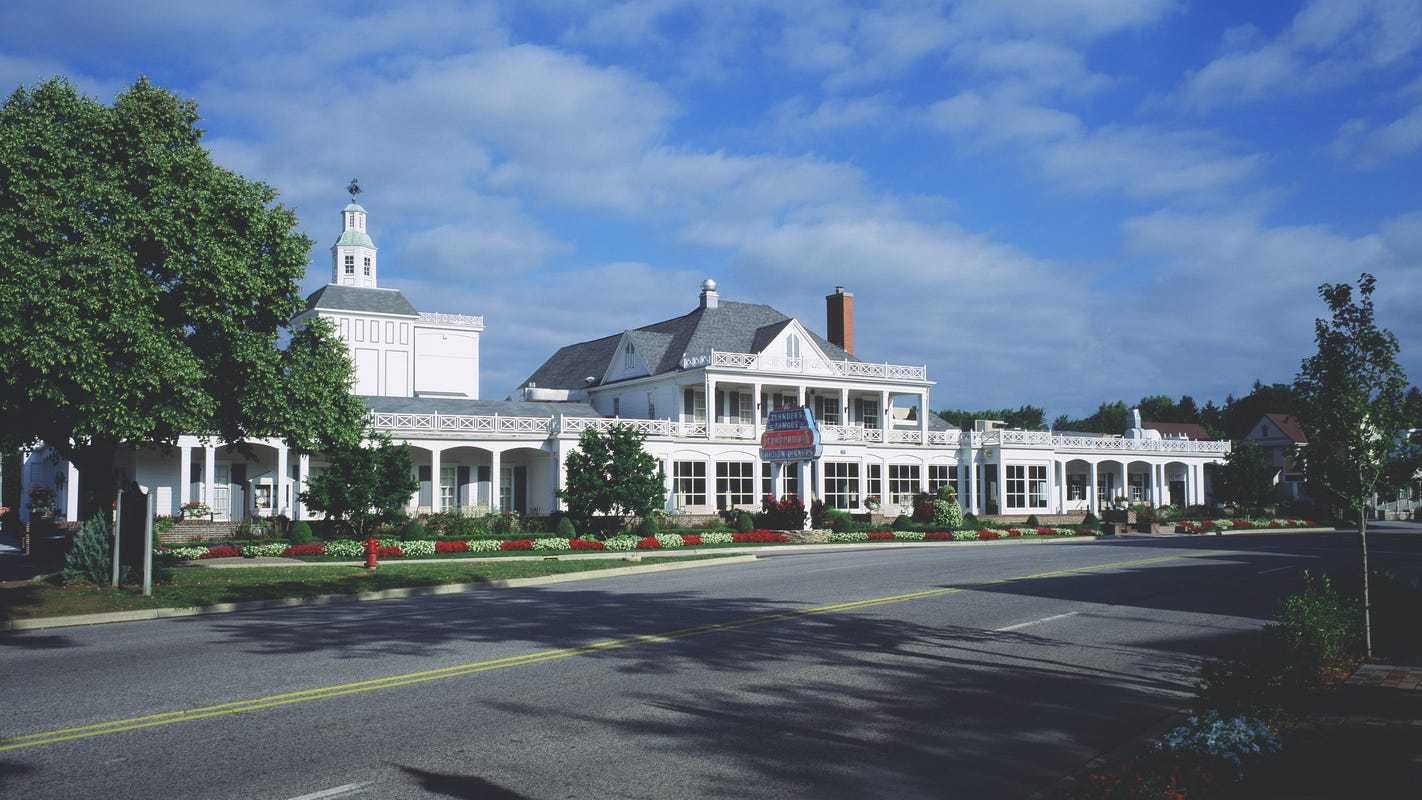 Zehnder's of Frankenmuth becomes 2nd Michigan restaurant to win James Beard Classic award