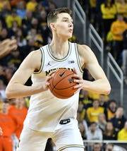 Michigan forward Colin Castleton had five points in 10 minutes Wednesday night at Rutgers.