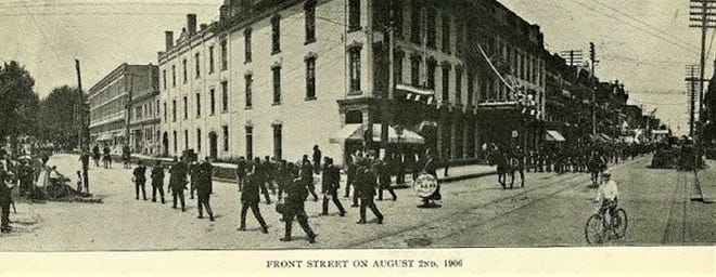A postcard view of a 1906 parade in Fremont.