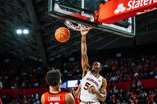 Auburn center Austin Wiley dunks against Georgia on Feb. 19, 2020, in Athens, GA.