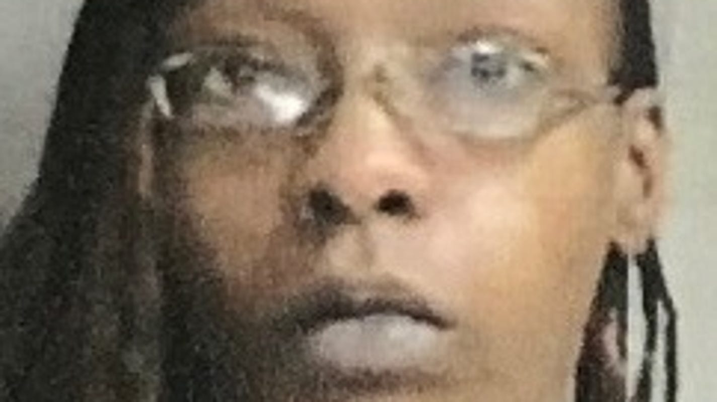 Police: Muncie woman admits to armed robbery, counterfeiting