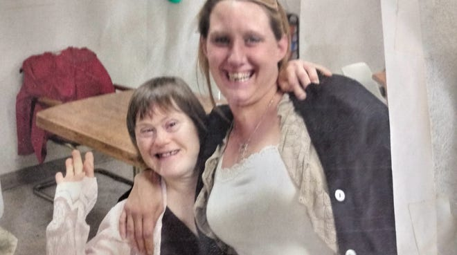 Sarah Galloway (left) is seen with her sister, Kandace Jaconski.