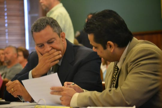 Gilberto Garcia, left, and Ganesh Ramsaran review documents at Ramsaran's murder trial in 2014.