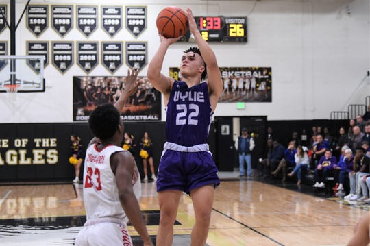 Wylie's Shayden Payne (22) takes a shot during the District 4-5A seeding game against Cooper. Payne averaged 22.5 points in the last two games as he stepped up as the top scorer for the Bulldogs entering Tuesday's playoff opener.