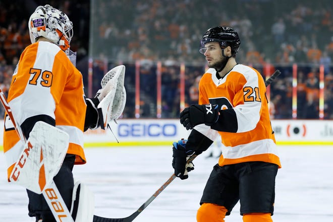 Scott Laughton, right, had a pair of goals and goalie Carter Hart made 27 saves in the Flyers' 4-2 win over the Winnipeg Jets.