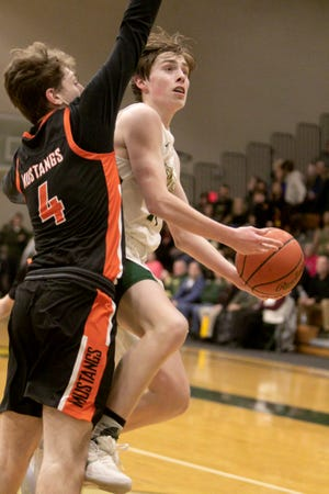 Howell's Bobby Samples has committed to Kalamazoo College to play basketball.