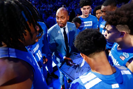Memphis Tigers Head Coach Penny Hardaway talks to his team before they take on the Houston Cougars at the FedExForum on Saturday, Feb. 22, 2020.