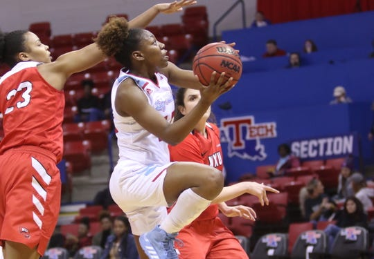 Louisiana Tech junior guard Amber Dixon (10) puts up a shot earlier this season.