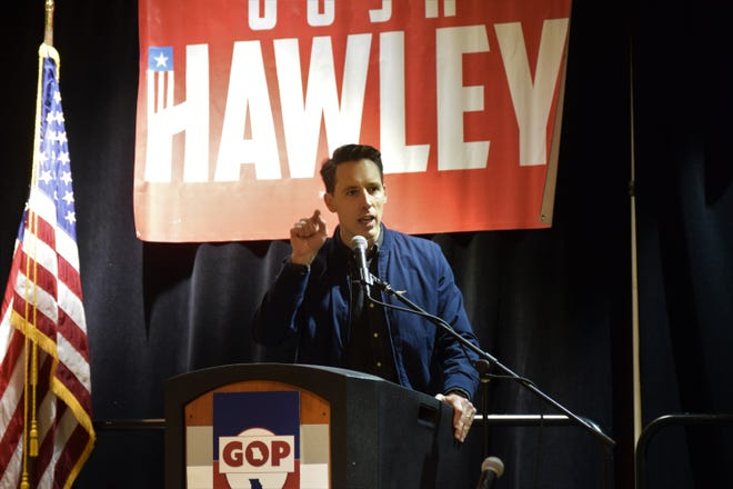 U.S. Sen. Josh Hawley speaks to a Pachyderms breakfast at the Missouri GOP's Lincoln Days on Saturday, Feb. 22, 2020 at University Plaza Hotel.