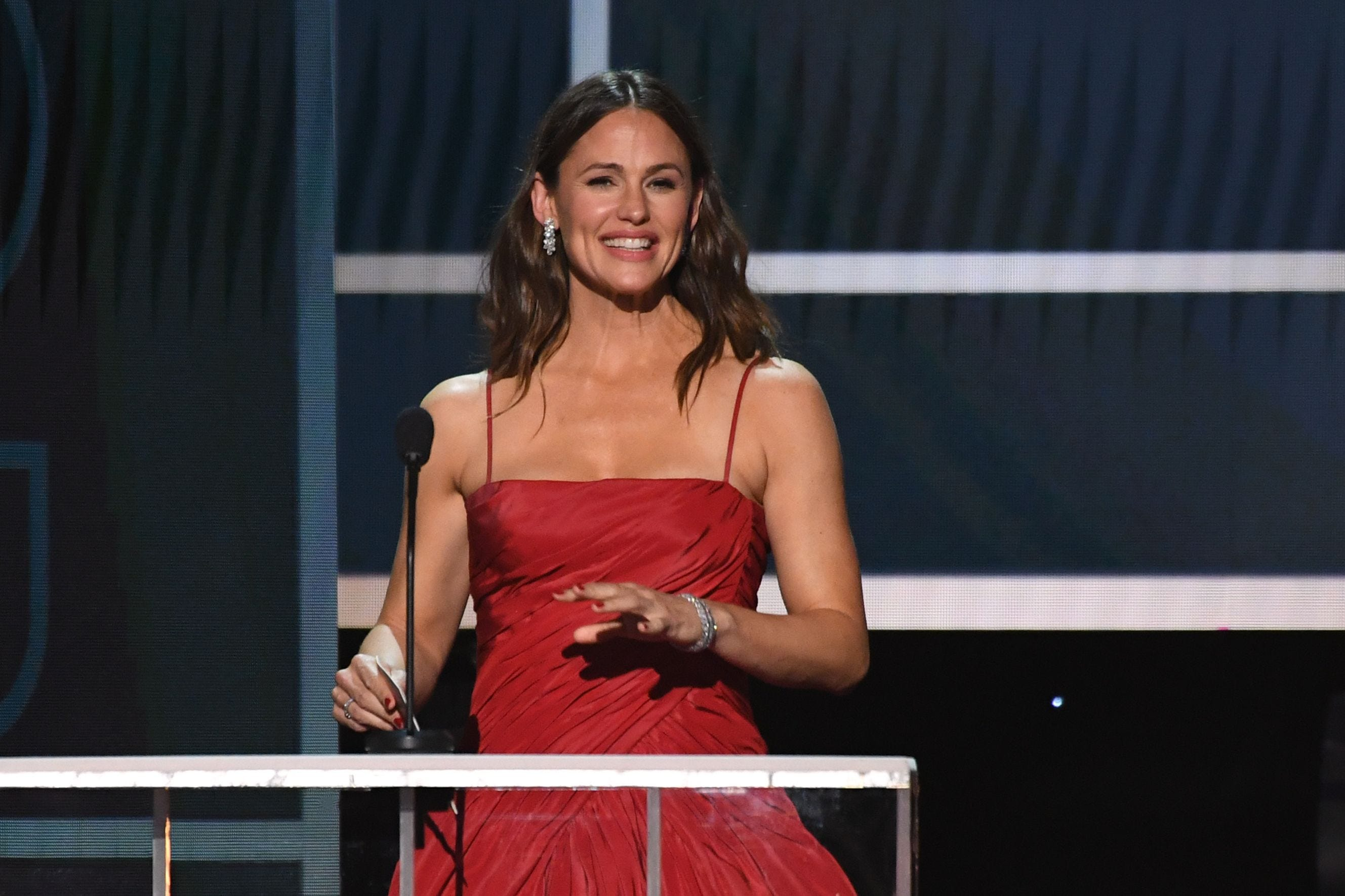 Jennifer Garner gets your  primal need  for Girl Scout cookies, so she s shipping them to fans
