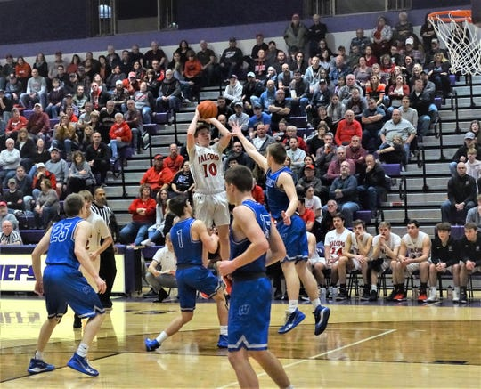 Fairfield Union's Charlie Bean shoots a jumper against Warren during the Falcons' 46-43 overtime loss Saturday night.