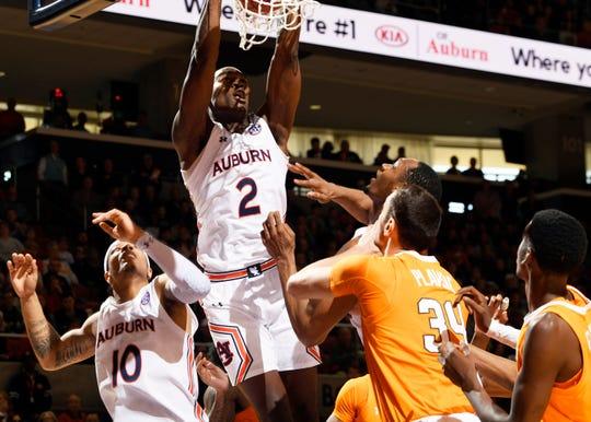Auburn forward Jaylin Williams (2) dunks against Tennessee on Saturday, Feb. 22, 2020 in Auburn, Ala.