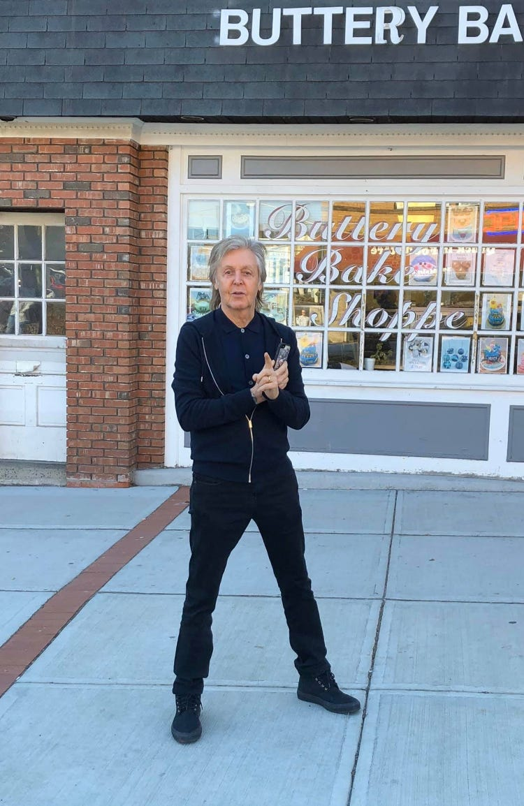 Paul McCartney s right in front of me : Beatles fans spot the singer in New Jersey