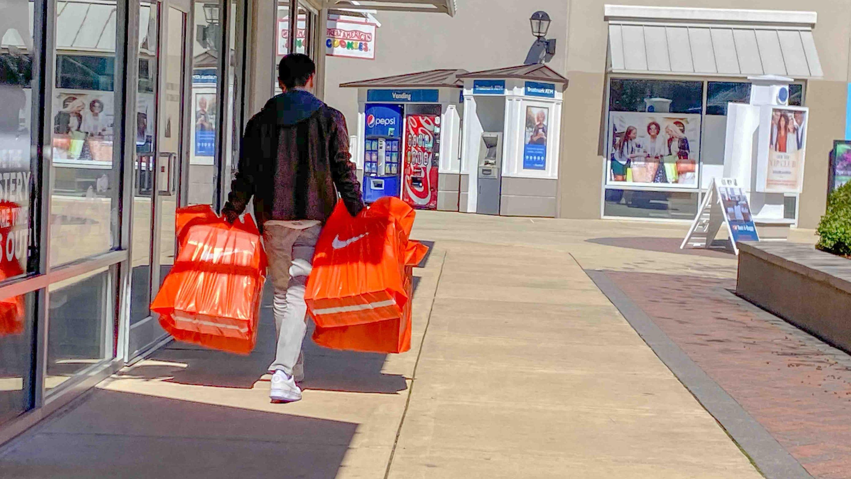 Paloma disco ficción  Nike temporarily closes Memphis warehouse after after positive ...