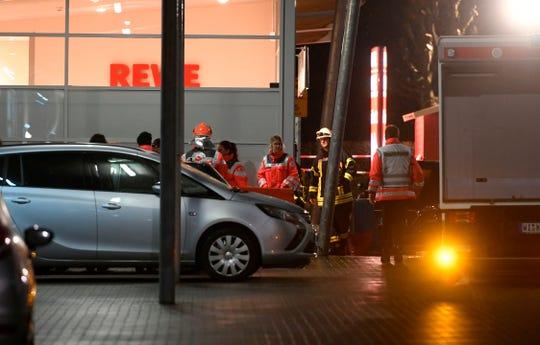 Personal de emergencia resguarda la zona del incidente.