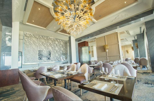 Dining at Lumiere restaurant at Le Blanc Spa Resort Los Cabos is an exquisite experience.