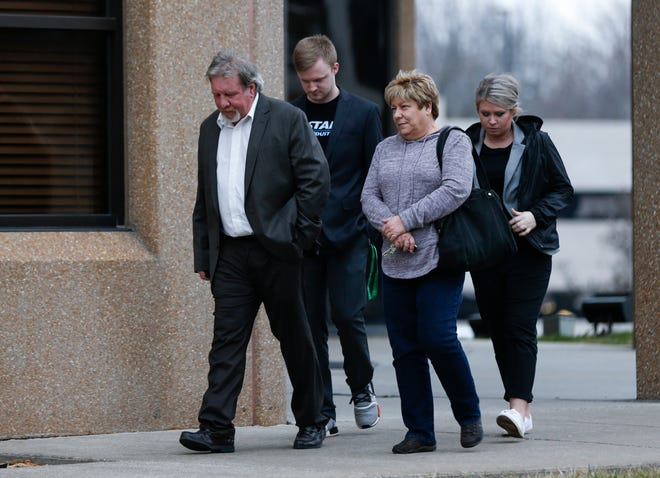 Brad Jennings, left, and his sister and his two children  leave the Federal Courthouse in Springfield, Mo. after a jury ruled against him and in favor of Dan Nash, who was the lead Missouri State Highway Patrol investigator in a 2009 murder case against Jennings of Buffalo.