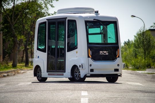 The U.S. government's highway safety agency has ordered an autonomous shuttle company to stop carrying passengers in 16 U.S. cities after a mysterious braking problem occurred in Columbus, Ohio.