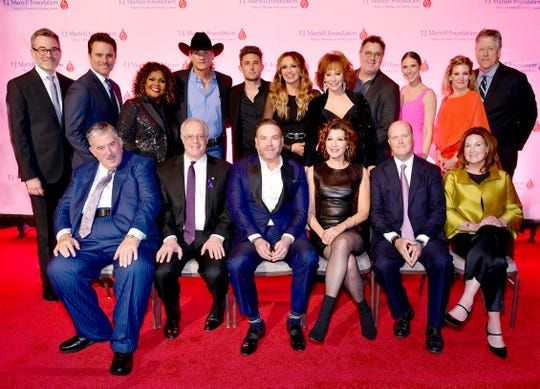 Pictured (L-R): Back Row – 2020 Nashville Honors Gala Co-Chair Steve Buchanan, Charles Esten, Cece Winans, Wade Hayes, Michael Ray, Carly Pearce, Reba Mcentire, Vince Gill, 2020 Nashville Honors Gala Co-Chair Jensen Sussman, CEOof T.J. Martell Foundation Laura Heatherly, Southern Region Board President of T.J. Martell Foundation John Huie  Front Row – Patrick G. Emery, Dr. Jordan Berlin, Clint Higham, Amy Grant, Jim and Laurie Seabury