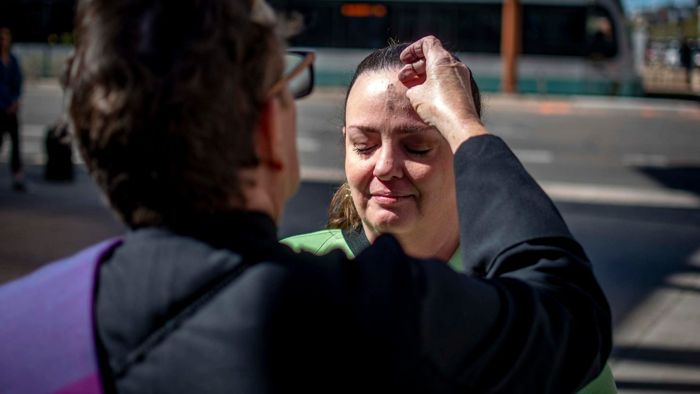 Phoenix church leaders hit the streets with 'ashes to-go' for Ash Wednesday
