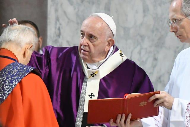 Papa Francisco y sacerdotes en el mundo celebran Miércoles de Ceniza