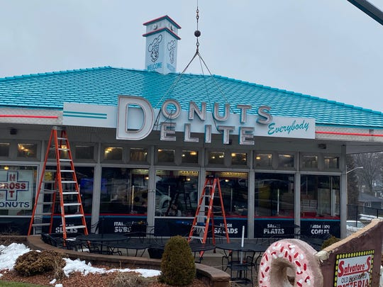 Donuts Delite sign is back.