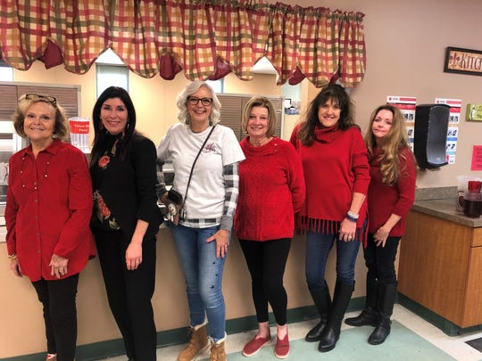 Senior Junior Forum members recently served Valentines Day lunch at both The Kitchens Red Door and Green Door. Serving at the Red Door,k left to right, Sue Tabor, Pam Hughes, Lydia McWhorter, Vicki Tigert, Mary McCollum and LaNell Kruger.
